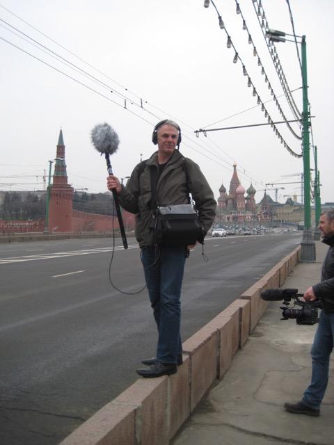 Hoch über der Moskwa auf der Brücke zum Moskauer Kreml